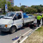 Motosiklet ile kamyonet çarpıştı: 2 yaralı